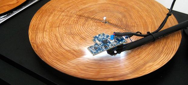 Así suena la música de los árboles en un tocadiscos