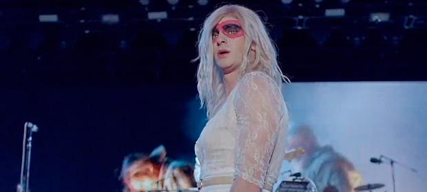 """Andrew Garfield protagoniza el nuevo video de Arcade Fire """"We Exist"""""""