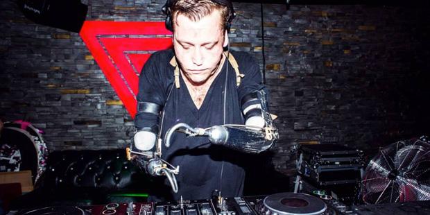 Hookie: Su discapacidad no le ha impedido ser DJ