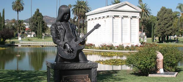 Lana Del Rey en directo desde un cementerio