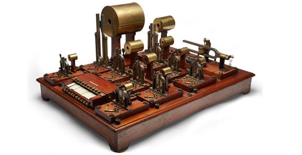 El primer sintetizador de la historia sale a subasta