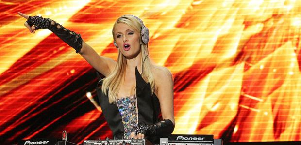 Paris Hilton confirma lo que cobra por pinchar, y no te hará gracia