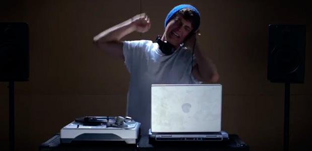"""DJ W1PLA$H: Nuevo vídeo parodia de los """"DJs"""""""