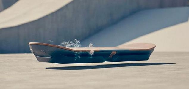 """Hoverboard: La tabla de skate voladora de """"Regreso Al Futuro"""" en funcionamiento"""