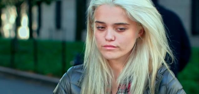 """Mira a Sky Ferreira en la película """"The Green Inferno"""""""