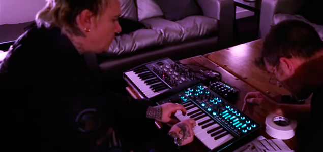 Liam Howlett (The Prodigy) pone a prueba su nuevo teclado