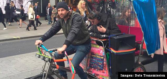 Skream pincha en un bicitaxi por Londres