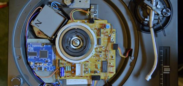 Un Technics convertido en un reproductor autónomo de archivos digitales