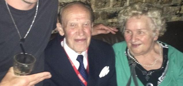 Una pareja de casi 80 años de fiesta en Fabric