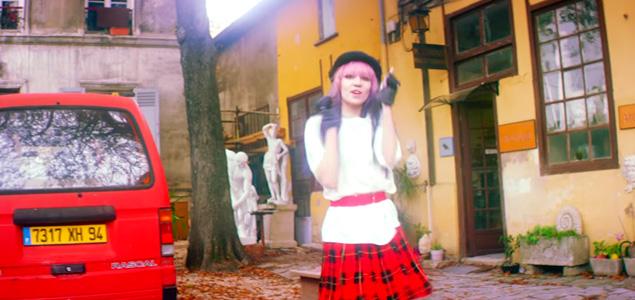 """Grimes estrena vídeo de """"California"""""""