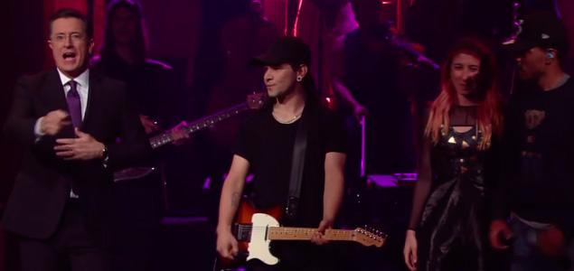 Skrillex vuelve a la guitarra en su estreno en TV