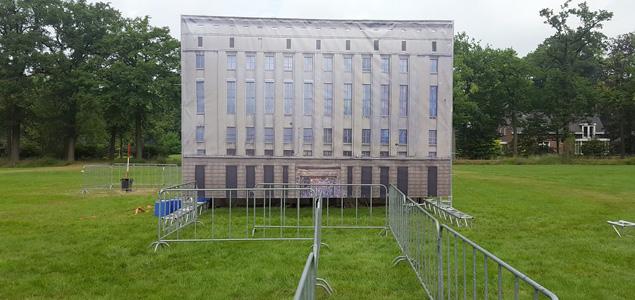 """Un festival crea un """"mini-Berghain"""" solo para negarte la entrada"""