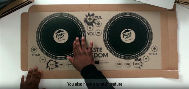 """Pizza Hut lanza un """"controlador"""" para DJs impreso en sus cajas"""