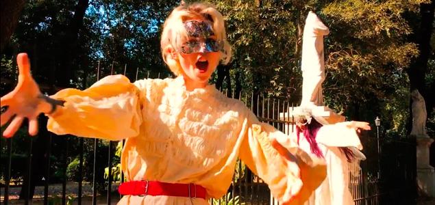 """Grimes estrena 4 vídeos musicales de """"Art Angels"""""""