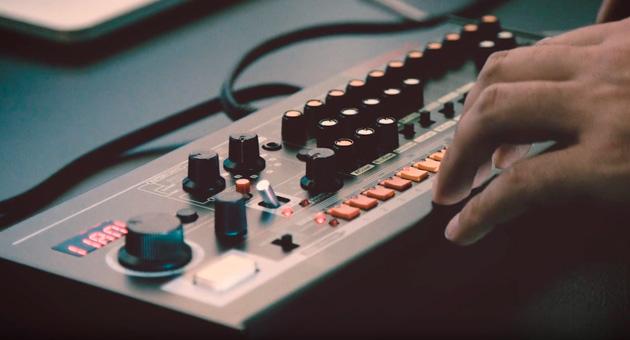 """Roland anuncia una versión """"ultra-compacta"""" de la TR-808"""