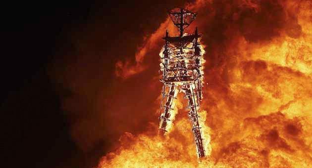 Fallece una persona tras lanzarse al fuego en Burning Man
